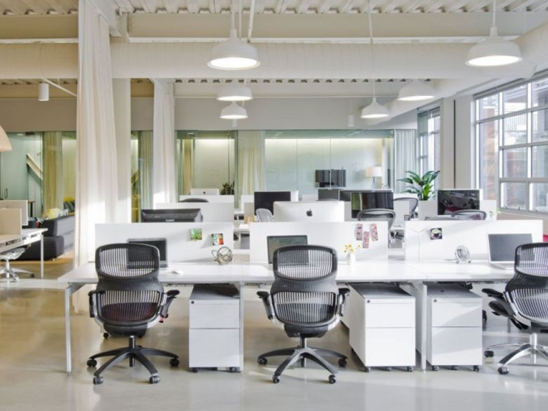 Cách chọn bàn làm việc vách ngăn cho văn phòng